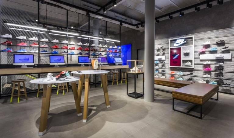 Abastecer Sandalias Descortés  Nike Paseo de Gracia, la referencia - Running